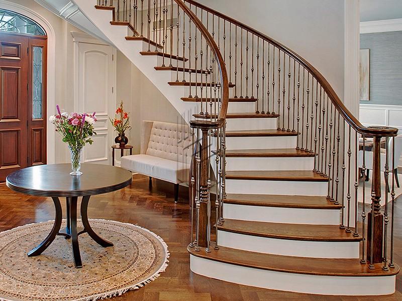 Внутренняя лестница: выбираем качественные подходящие материалы