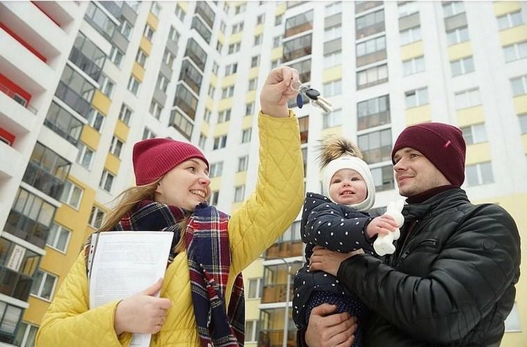 Кому положено бесплатное жилье в России?