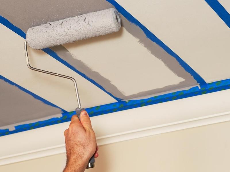 Отделываем потолок водно-дисперсными красками