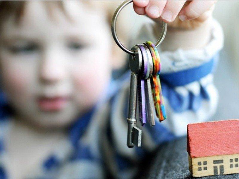 Как продать квартиру в РФ, если там прописан ребёнок?