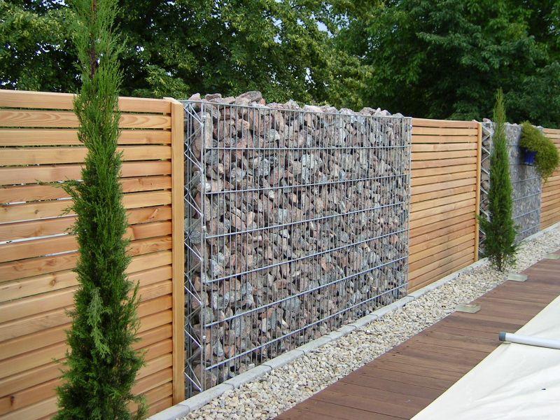 Какой забор лучше всего поставить на даче?