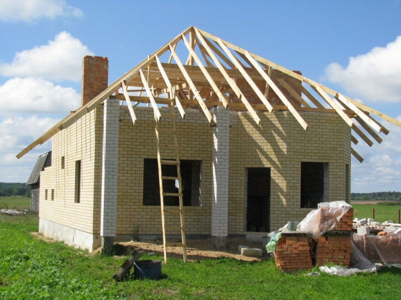 Четырехскатная крыша: особенности устройства